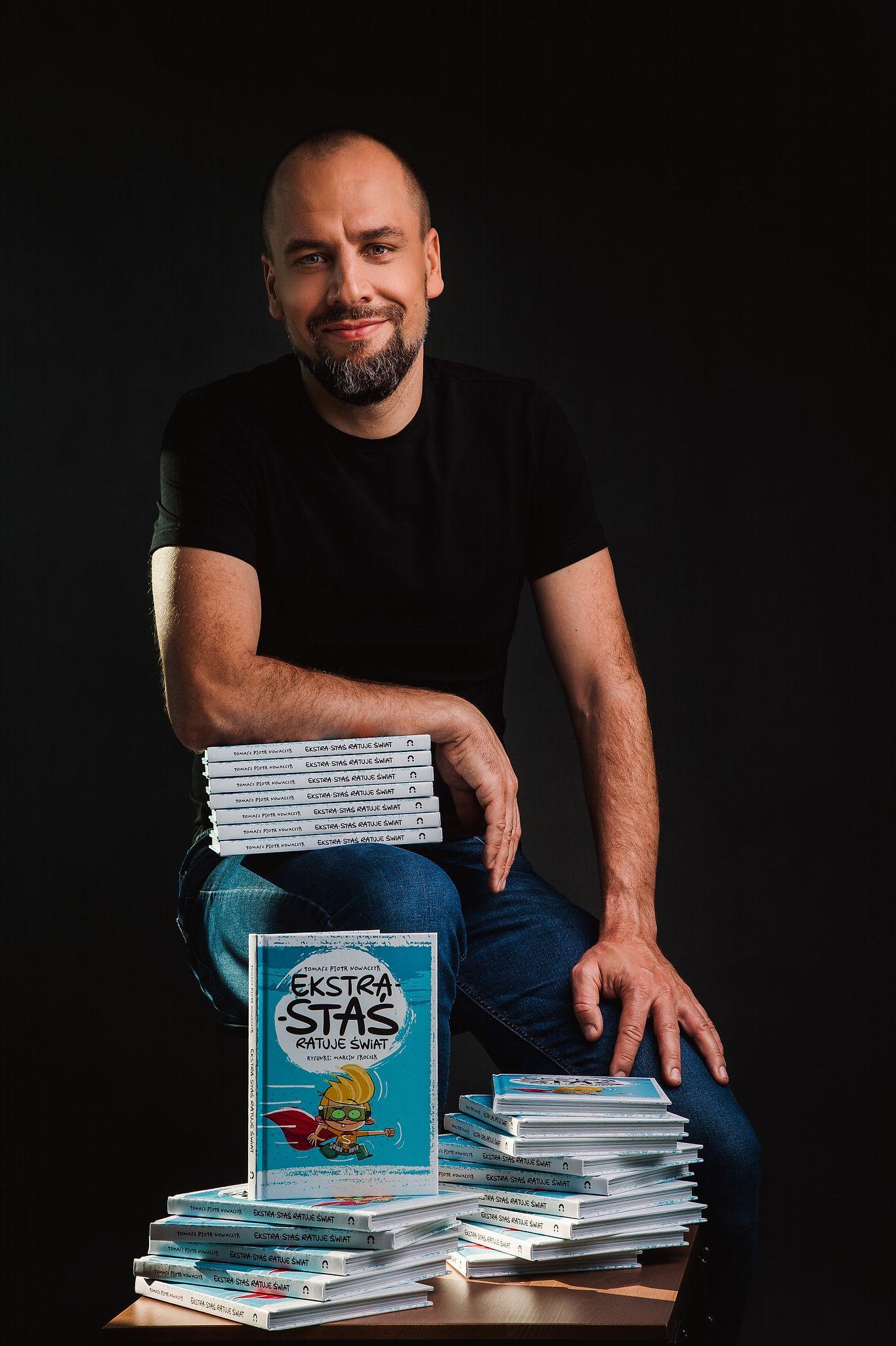 Premiera książki – Ekstra-Staś ratuje świat autorstwa Tomasza Piotra Nowaczyka