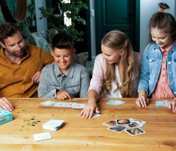 Dzieci grają w grę Cortex