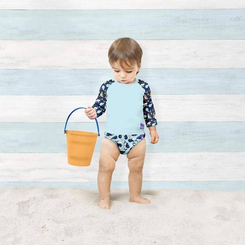 Chłopiec w koszulce kąpielowej i majtkach Bambino Mio