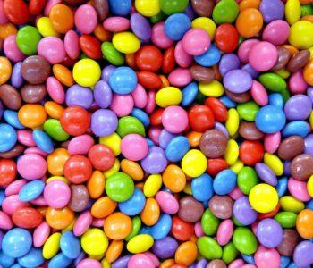 quiz wiedzy o słodyczach cukierkach czekoladzie kolorowe żelki cukier