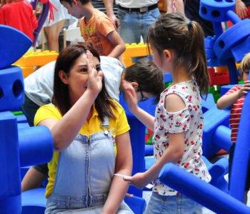 dzieci bawią się w Klockownii