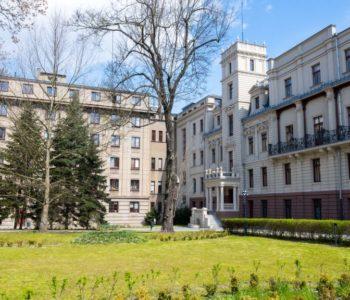 Rodzinne oprowadzanie z przewodnikiem po ogrodzie i wnętrzach pałacu Izraela Poznańskiego