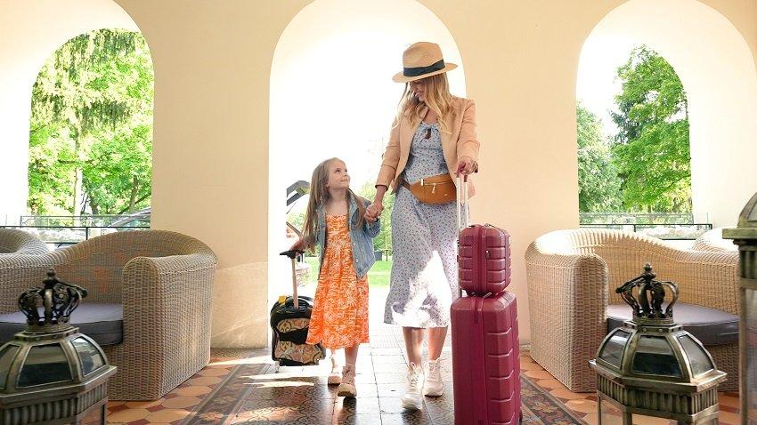 Przygotowania do wakacji, czyli jaką walizkę wybrać na urlop z dzieckiem?