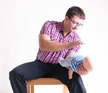 Zadławienie dziecka co robić, pierwsza pomoc przy zadławieniu