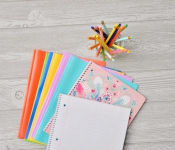zeszyty, kolorowe okładki