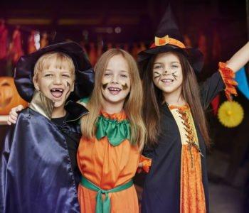 Żmieszne zagadki na Halloween dla dzieci z odpowiedziami