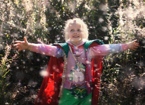 """Fotos z filmu """"Siostry. Lato naszych supermocy""""."""