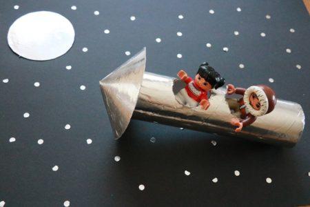 Kosmos z rolek po papierze toaletowym łatwe diy dla dzieci zabawy plastyczne recykling