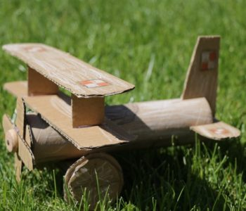 Samolot z kartonu jak zrobić diy dla dzieci zabawy plastyczne