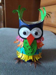 Sowa z rolek po papierze zabawa diy dla dzieci jak zrobić sowę