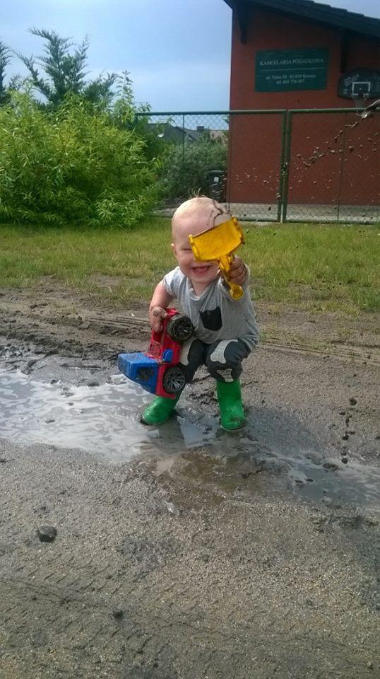 Naukowiec na ropie błota i kałuży:)