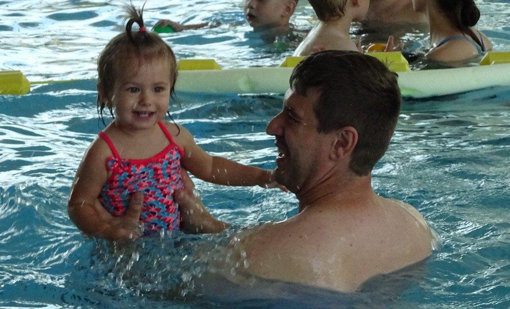 Wspaniała zabawa na basenie
