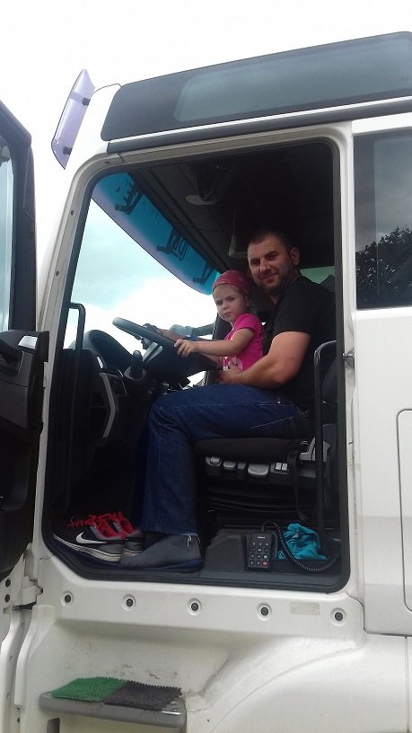 Dwóch kierowców( Hania z tatą)