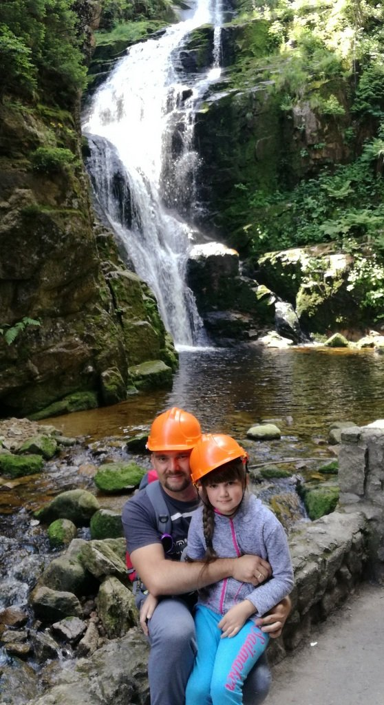 Julia i tata. Wodospad Kamieńczyka